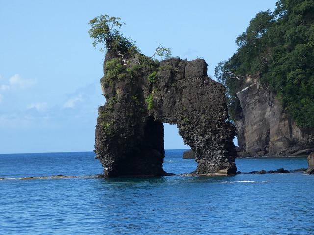 Arco de los ahorcados que aparece en Piratas del Caribe (San Vicente y las Granadinas)