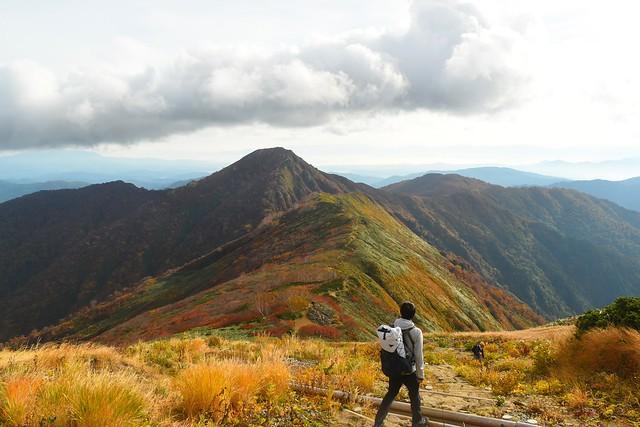 大朝日岳から小朝日岳への稜線