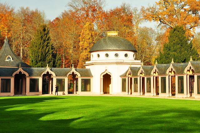 """Die """"Rote Moschee"""" im Schwetzinger Schlossgarten ... Foto: Brigitte Stolle November 2017"""