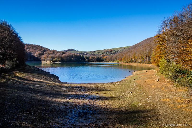 Lago Lareo desde el puente de madera