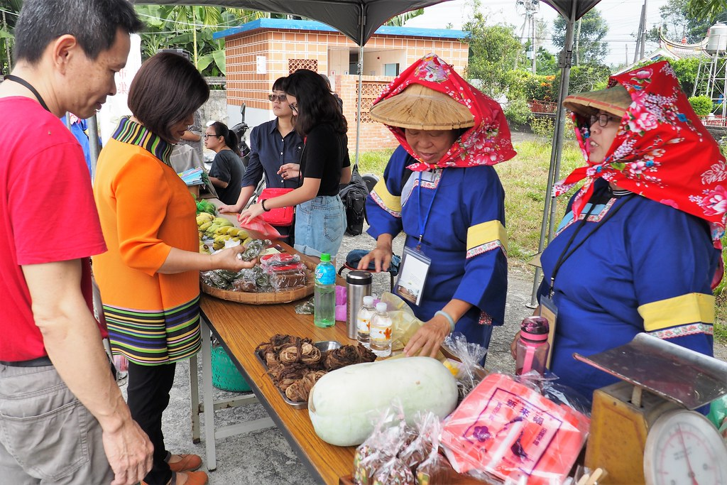 五溝水小農事市集販售在地特色農產品。攝影:李育琴。