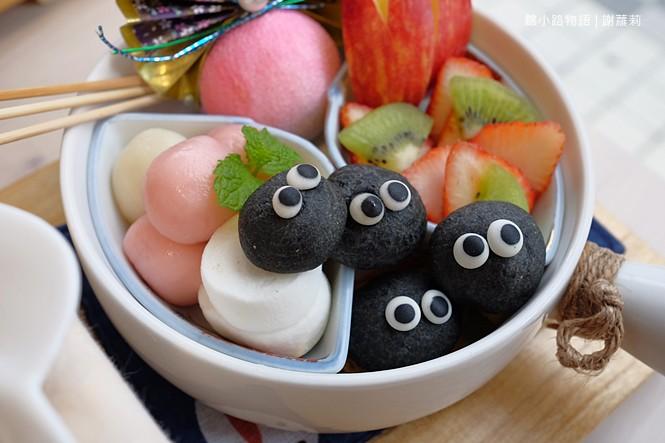38397380712 b551d98418 b - 錦小路物語 | 窩藏巷弄內的日本食堂,食尚玩家推薦 冬季限定的療癒系煤炭精靈甜點真的超可愛!