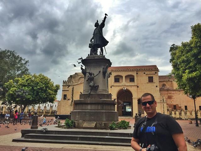 Sele en Plaza Colón de Santo Domingo (República Dominicana)