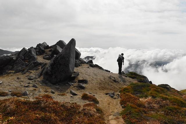 以東岳~大朝日岳縦走登山 稜線から見る雲海