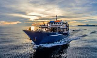 Ambai barco de buceo Indonesia