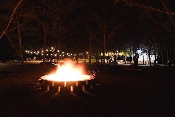 Có lửa trại hàng đêm phục vụ vui chơi ăn uống