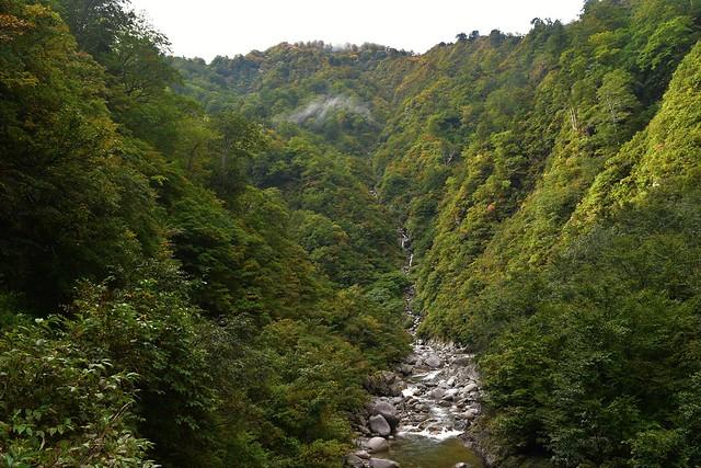 以東岳までの渓谷トレッキング