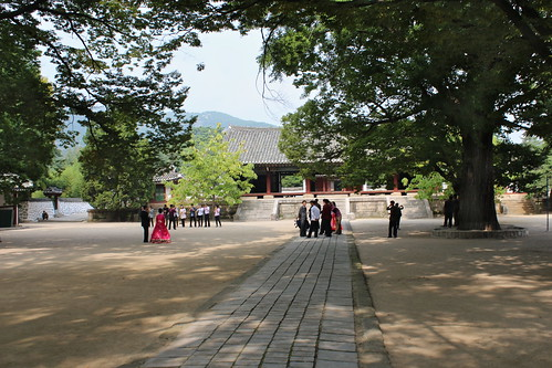 Wedding at the Koryo museum, Kaesong | by Timon91