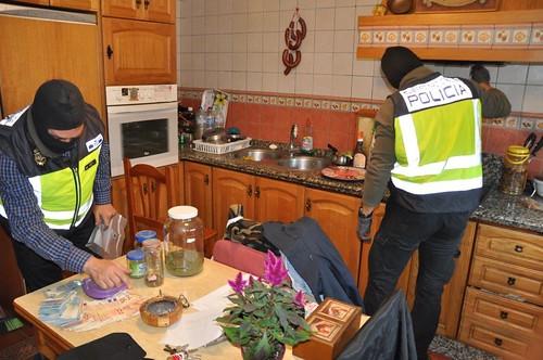 AionSur 37690863995_52185df929_d Detenidas seis personas dedicadas al cultivo a gran escala de marihuana Dos Hermanas Provincia