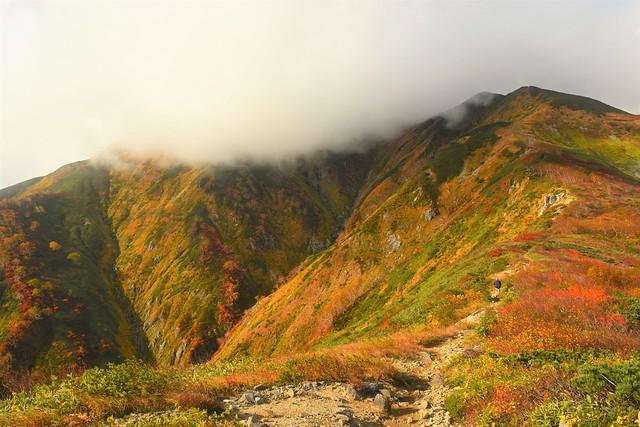 雲に覆われた大朝日岳