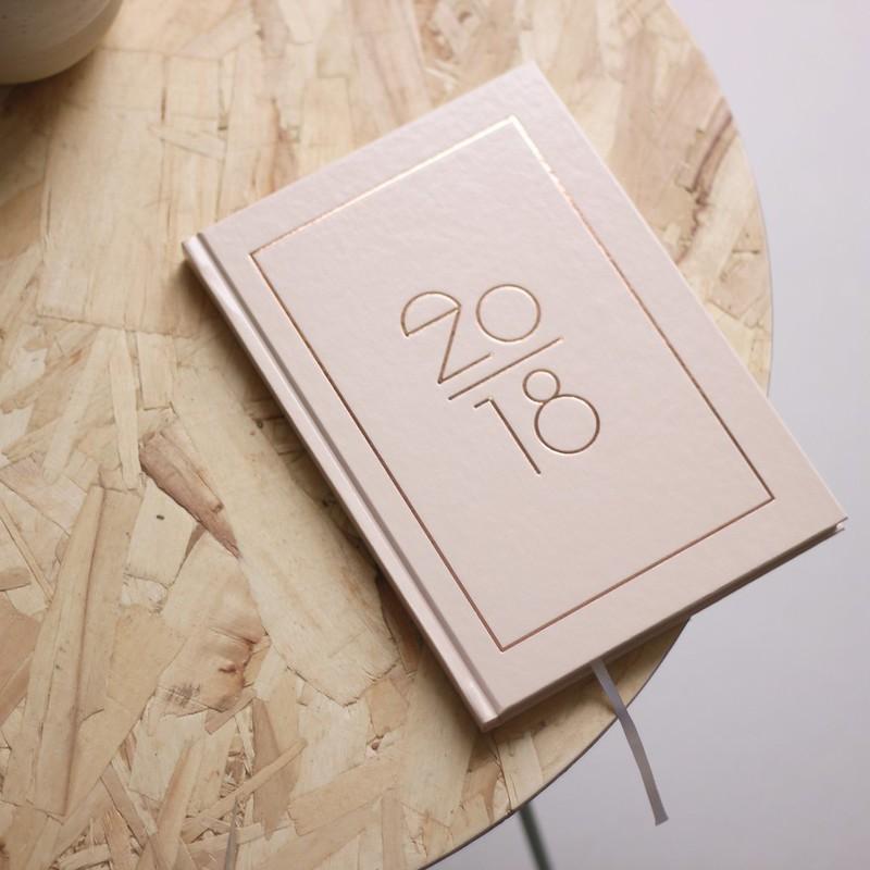 puuteri ja kulta kalenteri