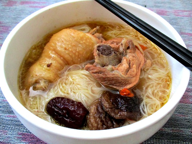 Payung mee sua in traditional Foochow red wine chicken soup