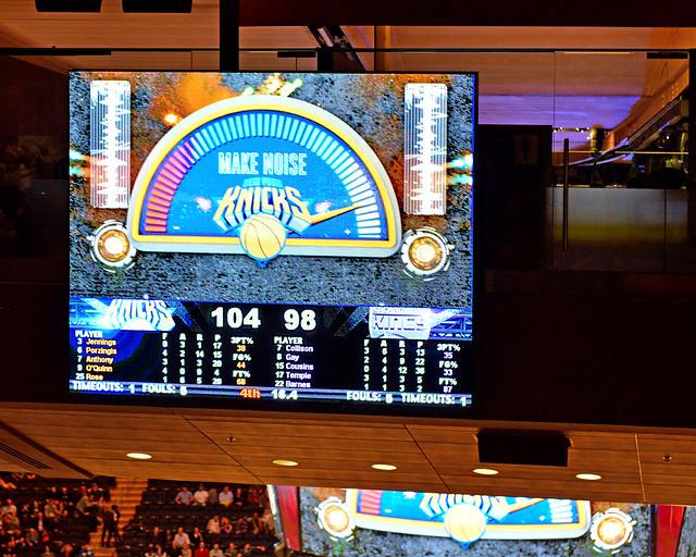 La noise machine durante uno de los momento del partido NBA de los Knicks en Nueva York