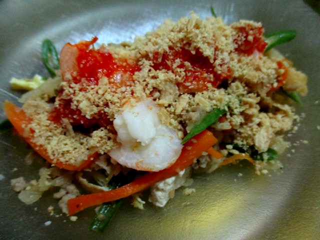 Top with chili sauce & crushed peanut