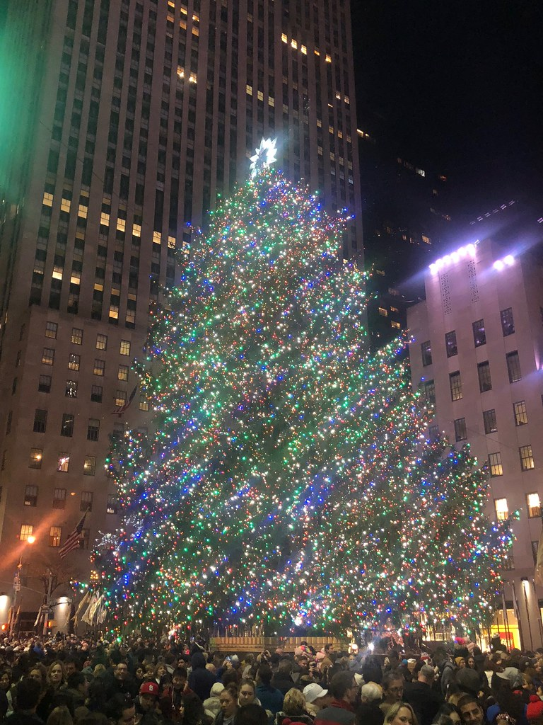 the christmas tree at rockefeller center in manhattan by hazboy