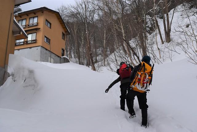 中ノ湯温泉から焼岳登山開始