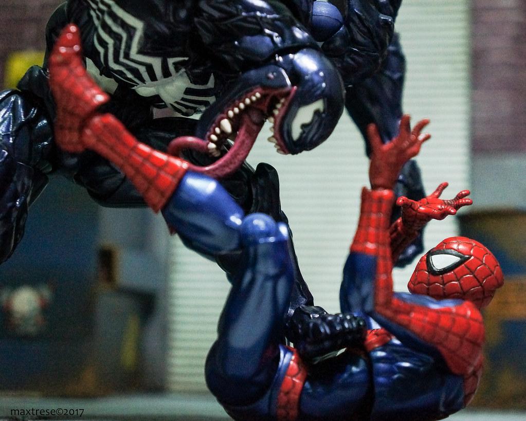 revoltech spider-man vs venom