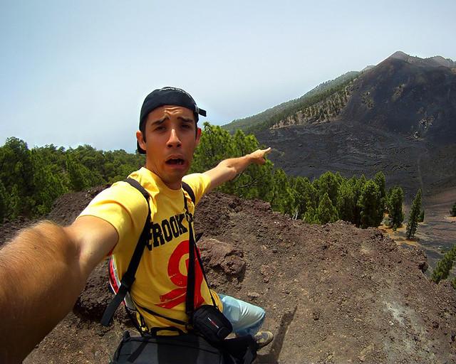 Frente a uno de los volcanes de la isla de La Palma