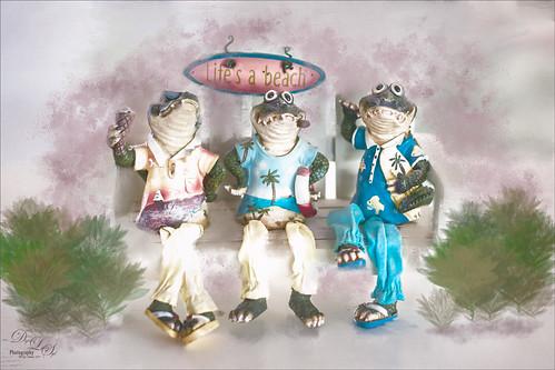 Image of three Alligators figures