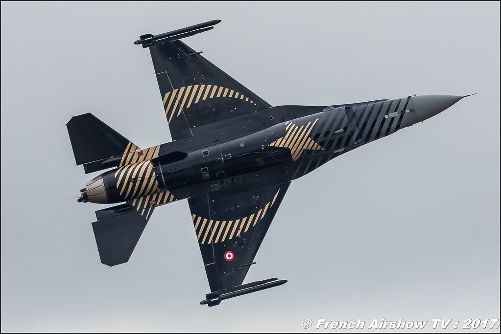 Turkish F-16 SOLO TÜRK - display , Lockheed Martin F-16 Solo Türk Turkish Air Force - SOLOTURK Gosterisi , Royal International Air Tattoo 2017 , Air Tattoo – RIAT 2017 , Fairford , UK Airshow Review 2017 , Meeting Aerien 2017