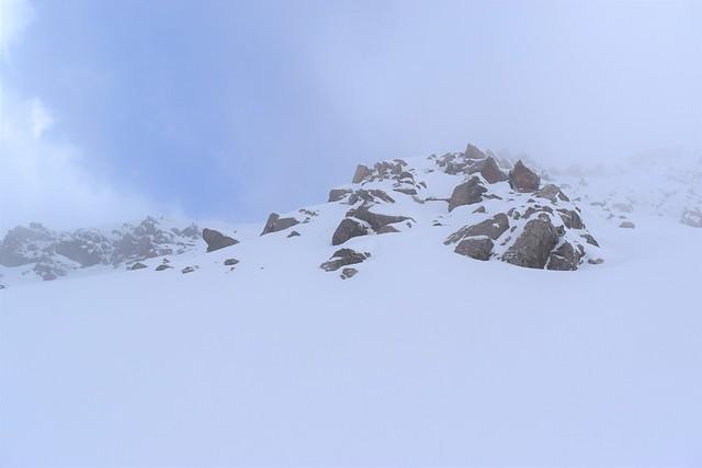 ガスの合間から見えてきた焼岳山頂