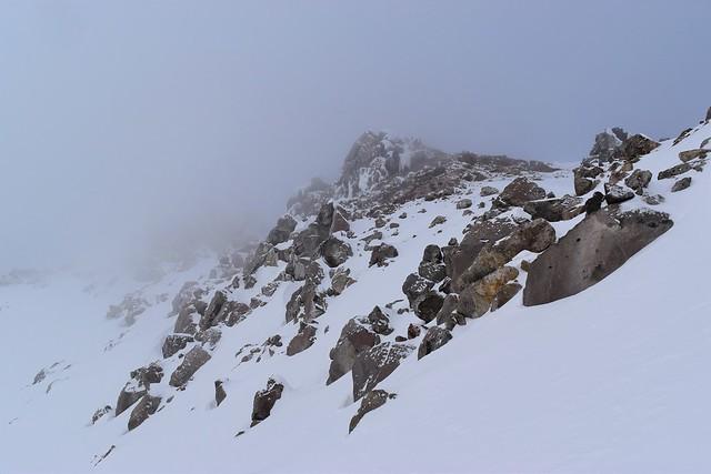 冬の焼岳 岩の稜線