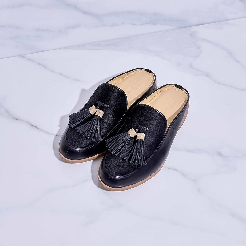 53e5f53a2ba Willow-Mule Loafers We developed the foot model to get a better shoe-shape.  You will also have fine feet-shape when you put on our Willow-Mule Loafers.    )