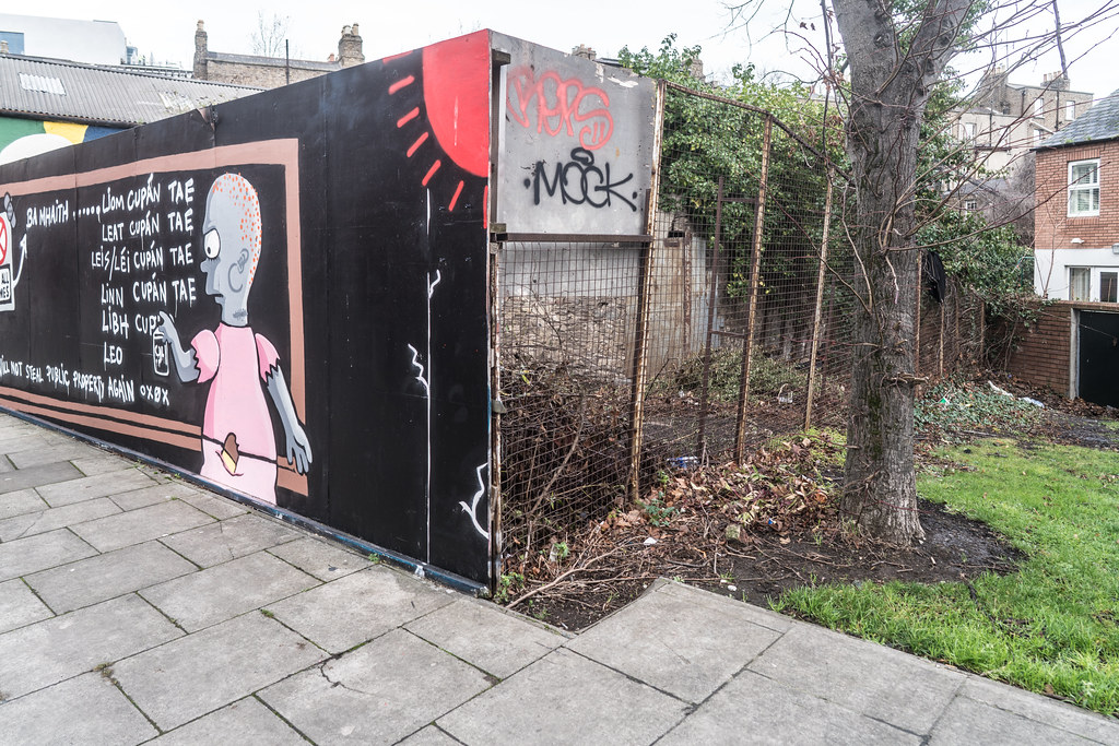 STREET ART AT PETERS PLACE IN DUBLIN 001