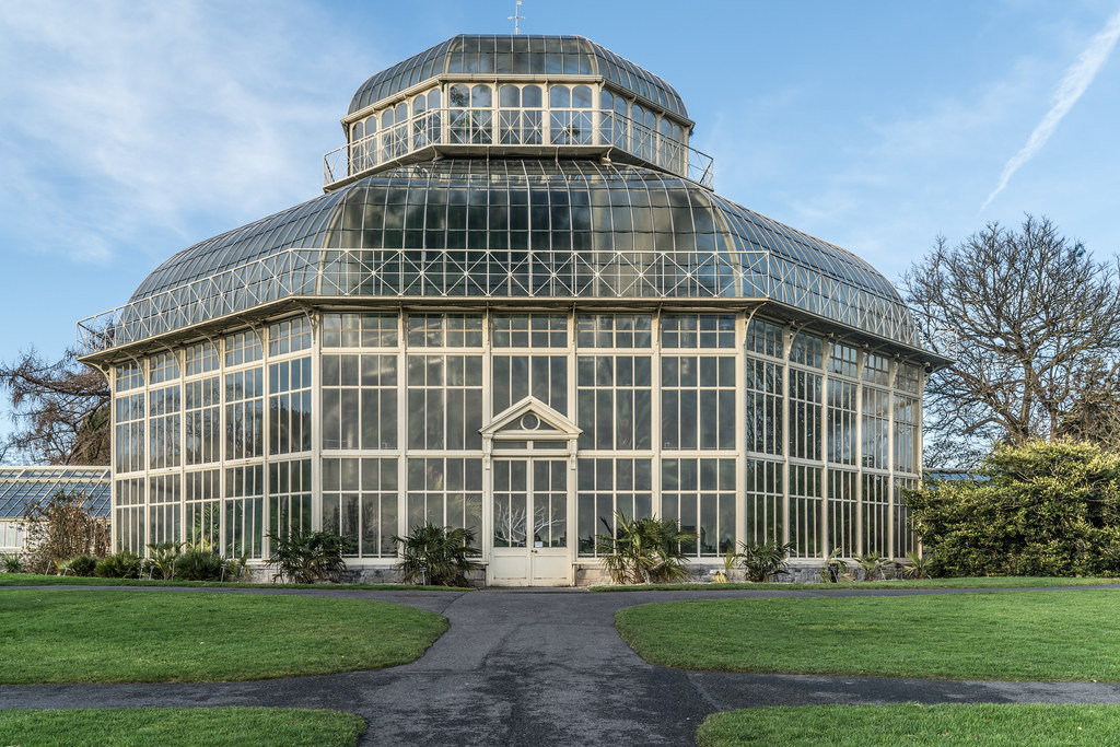 SOME OF THE GLASSHOUSES IN THE BOTANIC GARDENS 002