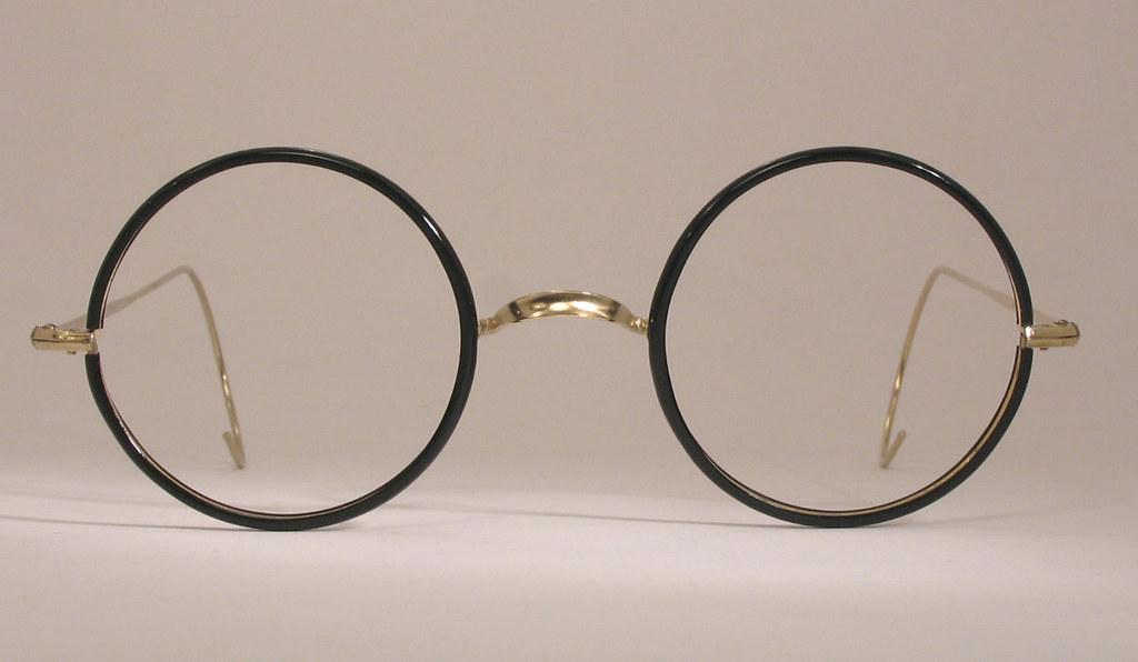 who invented bifocal eyeglasses