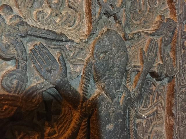 Cristo con rasgos mongoles en un khachkar armenio de Sevanavank (Lago Sevan)