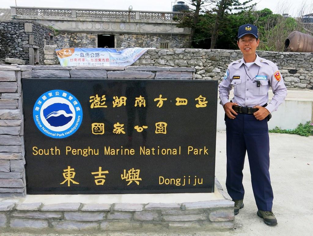 國家公園警察蕭再泉在南方四島海域落實執法,守護台灣海洋種源庫生態。圖片來源: 黃小莫