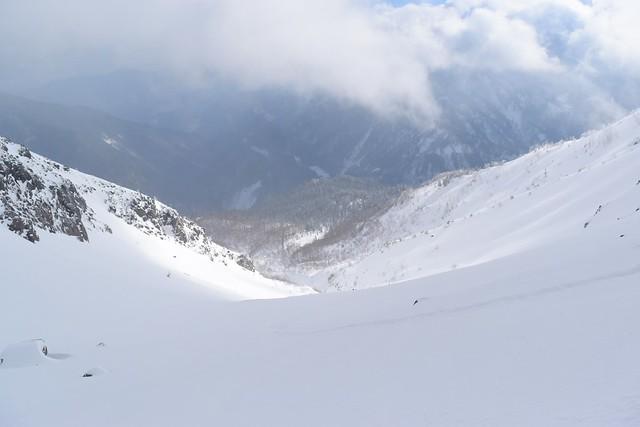 冬の焼岳 新中ノ湯コースの雪の斜面