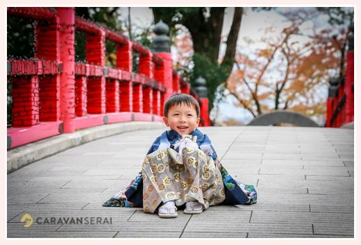 龍城(たつき)神社・岡崎城(愛知県岡崎市)で七五三写真の出張撮影 5才の男の子の和装(羽織袴)の自然な姿をロケーション撮影