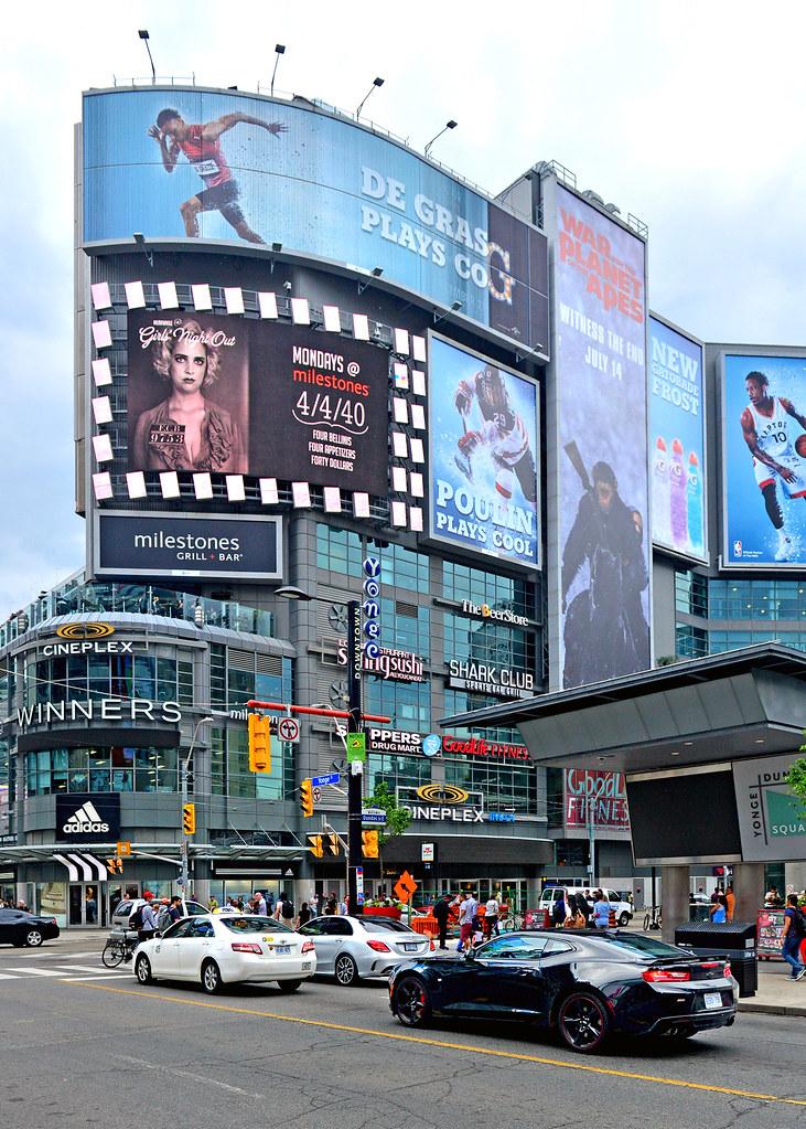 Una de las avenidas de Toronto