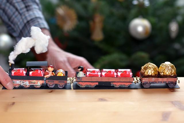 Weihnachts-Bimmelbahn ... Mon-Chéri-Express - Basteln ... Foto: Brigitte Stolle