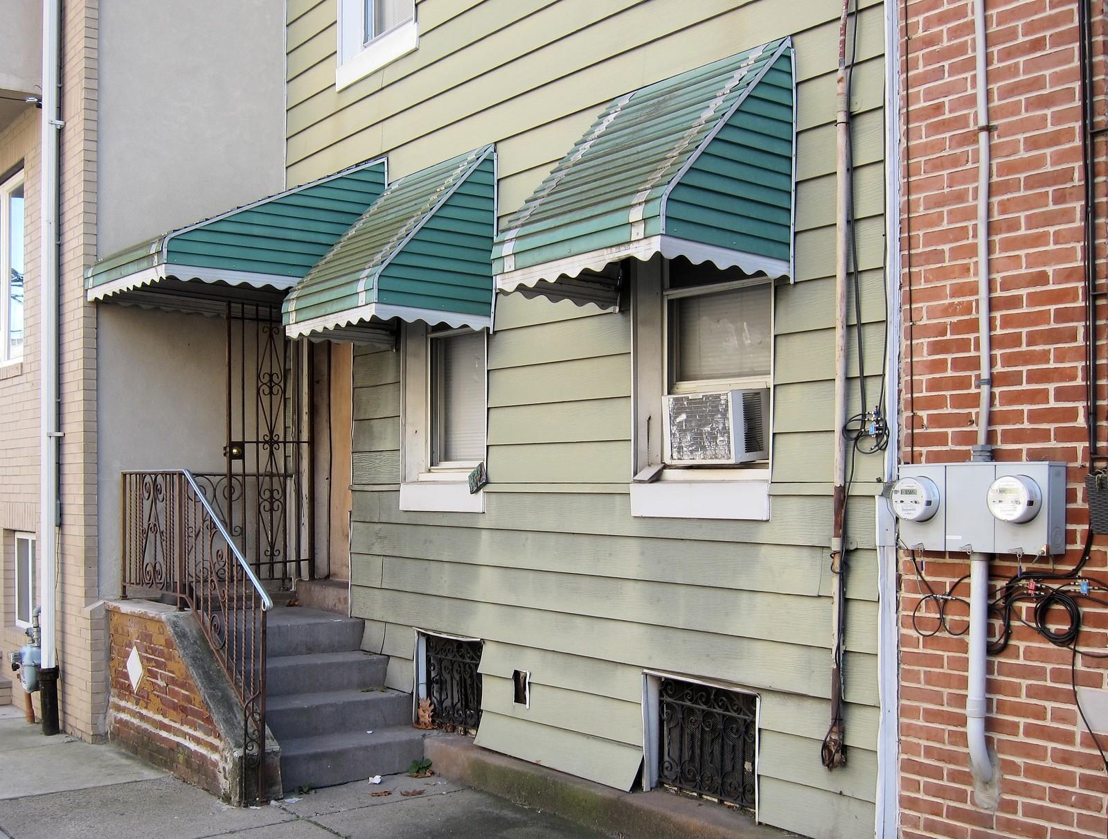 Mein Haus, das hat drei Ecken / Tricorne Building | by bartholmy