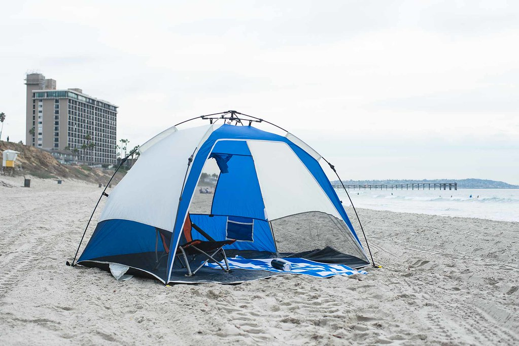 ... blue and white beach tent with hotel sand and water in back | by & blue and white beach tent with hotel sand and water in bu2026 | Flickr