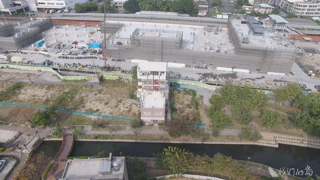 937-2-11高雄鳳山車站旁居民,歷經曹公圳整治,鐵道地下化工程,環境雖然變好,卻又遇到重劃迫遷。