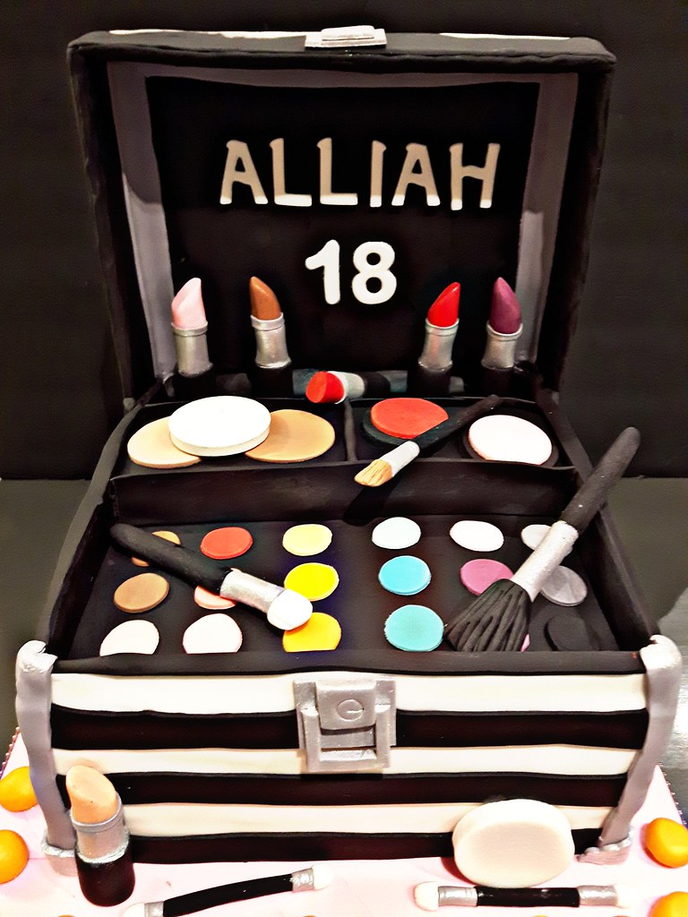 Make Up Box Kit Cake For Alliahs 18th Birthday All Edibl Flickr