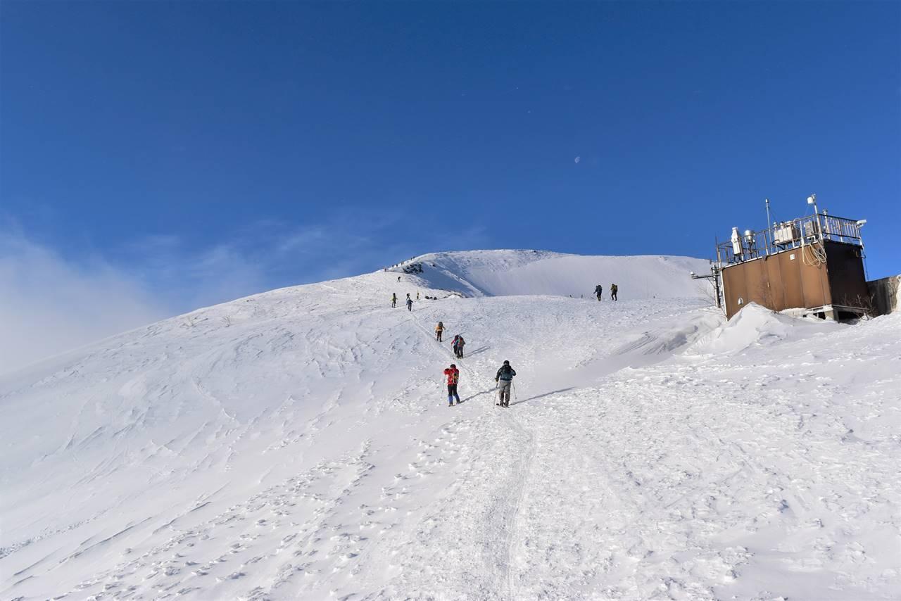 リフトトップから唐松岳登山開始