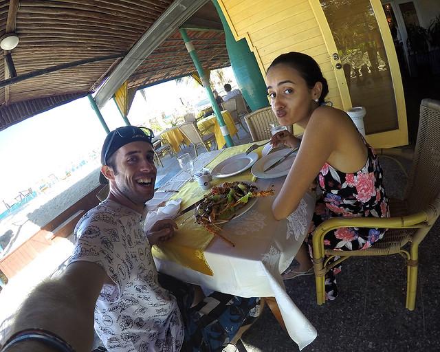 En el buffet del hotel de Cayo Levisa