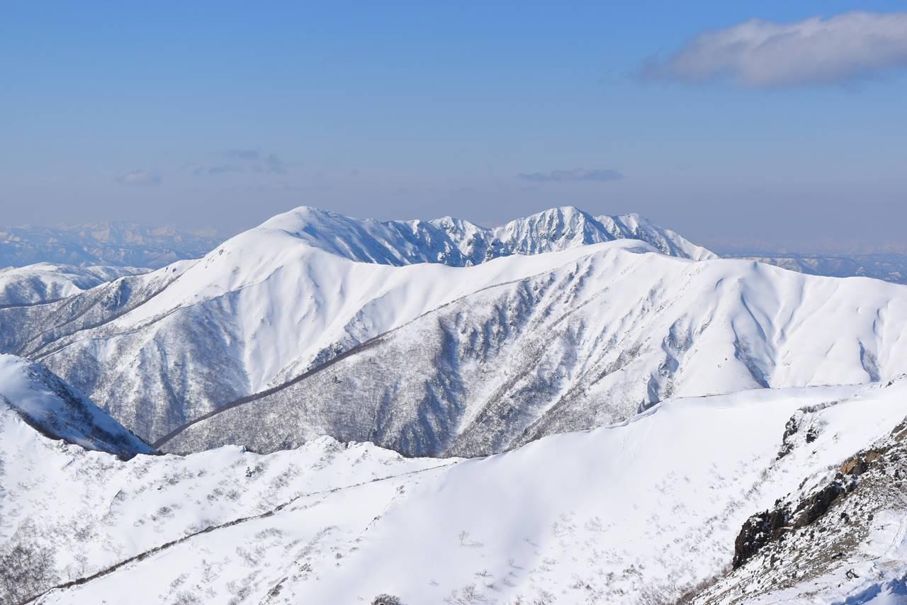 冬の裏那須の稜線