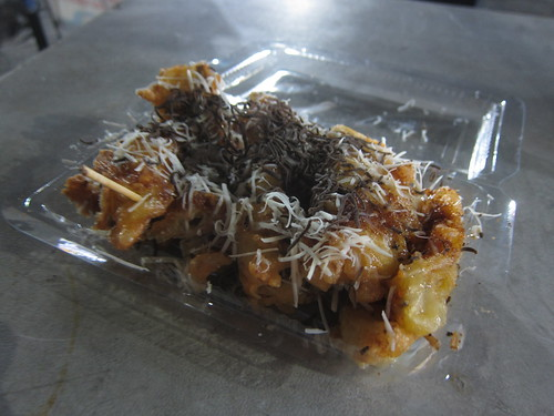 For an 1,000 rupiah (about 8 cents), I splurged and added both chocolate and cheese to my fried bananas instead of limiting myself to one topping. Total cost - about 60 cents. My goodness were these sensational. | by Daniel Zemans