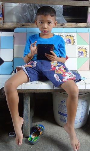 a boy and his tablet | by the foreign photographer - ฝรั่งถ่