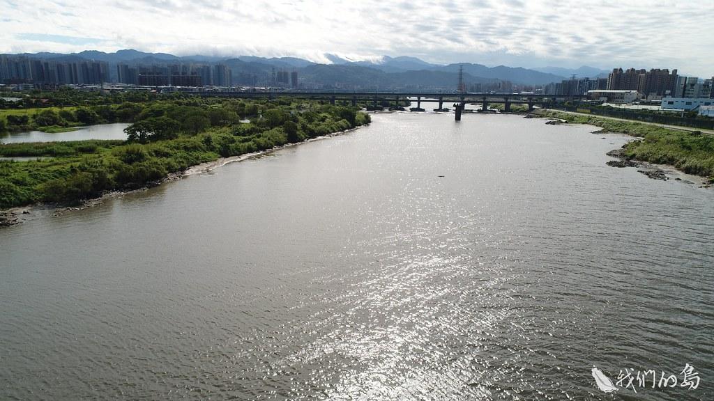 940-1-22浮洲人工濕地,是台灣最大的除污型人工濕地,藉由大漢溪高灘地上礫石、植栽、草澤的生態和空間規畫,沉澱過濾部分民生污水。