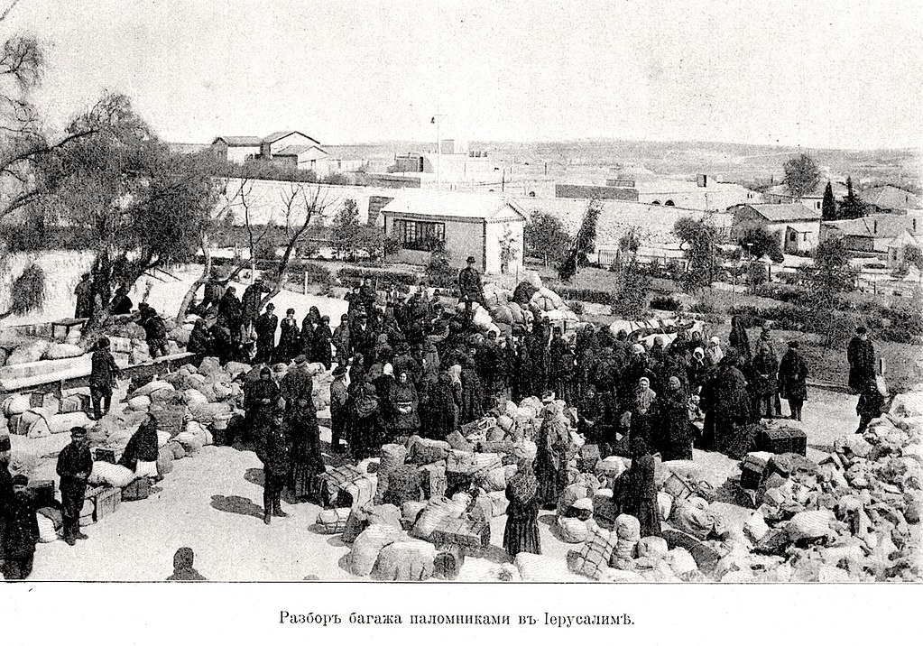 Изображение 13: Разбор багажа паломниками в Иерусалиме.