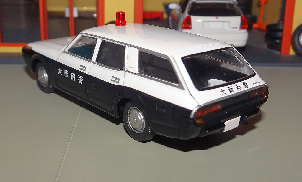 Tomica Limited Vintage Toyota Crown Van Police Car Osaka