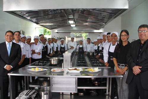 25 j venes concluyeron el curso de ayudante de cocina en flickr - Curso de ayudante de cocina ...
