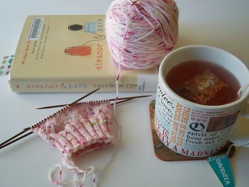 pom pom garland, yarn scrap crafts, craft books, knitting books, favorites, favorite craft blogs,